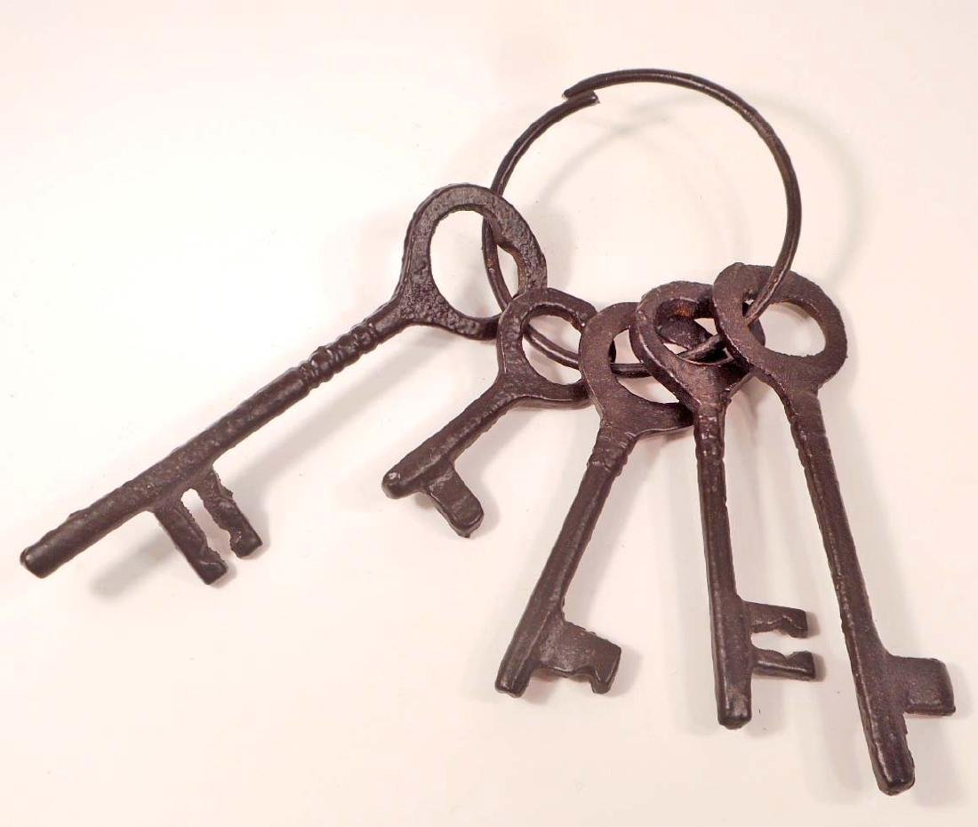 JAILER'S 5 PIECE IRON KEY SET