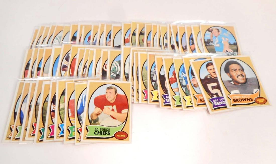 LOT OF VINTAGE 1970 TOPPS 1ST SERIES FOOTBALL CARDS -