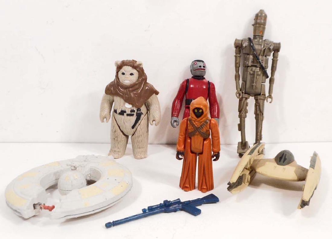 LOT OF VINTAGE STAR WARS ACTION FIGURES AND VEHICLES