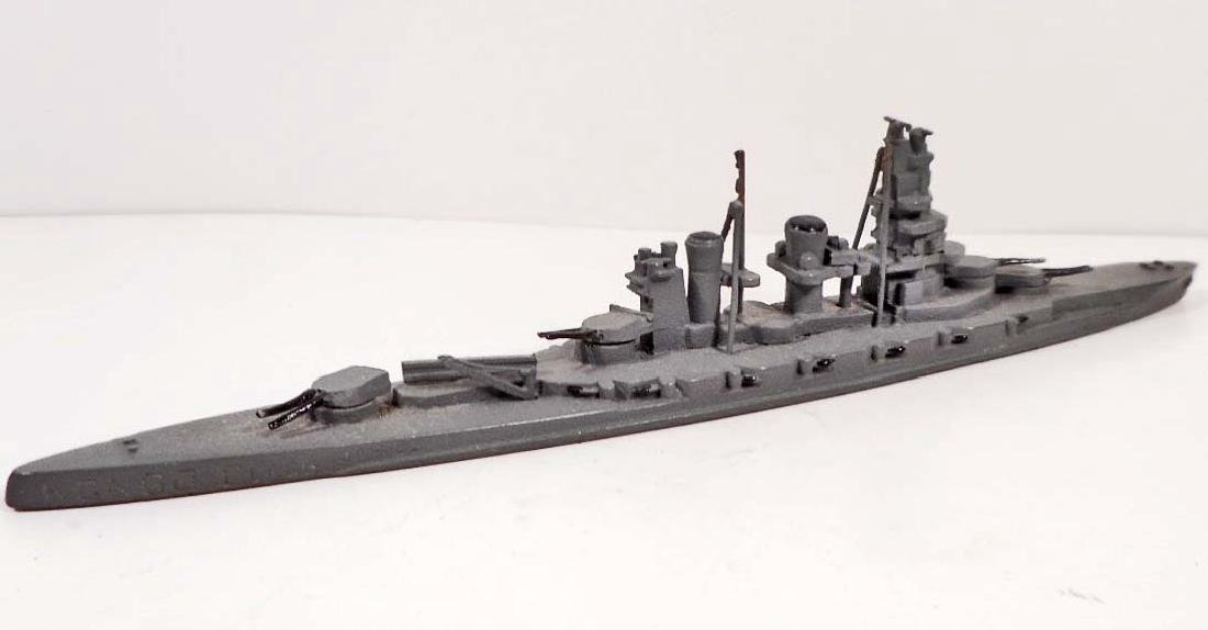 VINTAGE WARSHIPS OF THE WORLD AUTHENTIC SCALE MODEL IN