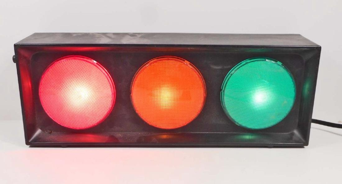 ELECTRIC PLUG IN TRAFFIC STOP LIGHT - WORKS