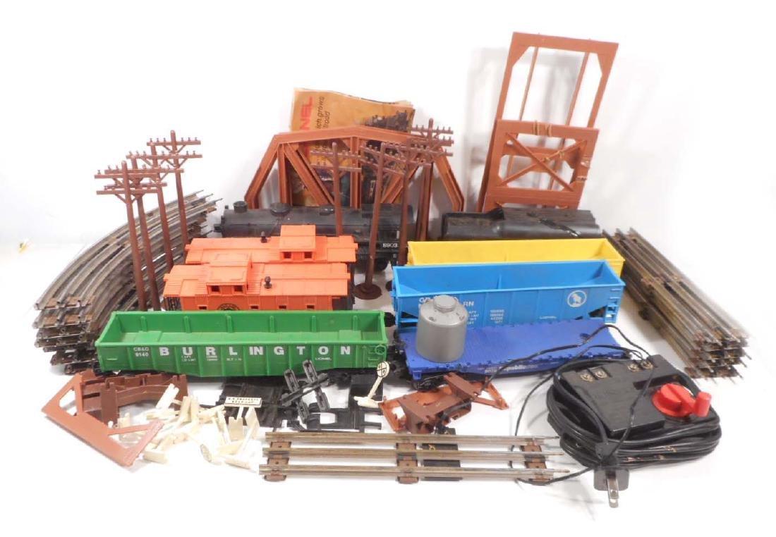 VINTAGE LIONEL TRAIN SET W/ TRACK & TRANSFORMER -