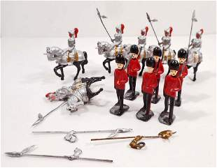 LOT OF VINTAGE KNIGHTS ON HORSES AND SOLDIERS LEAD TOY