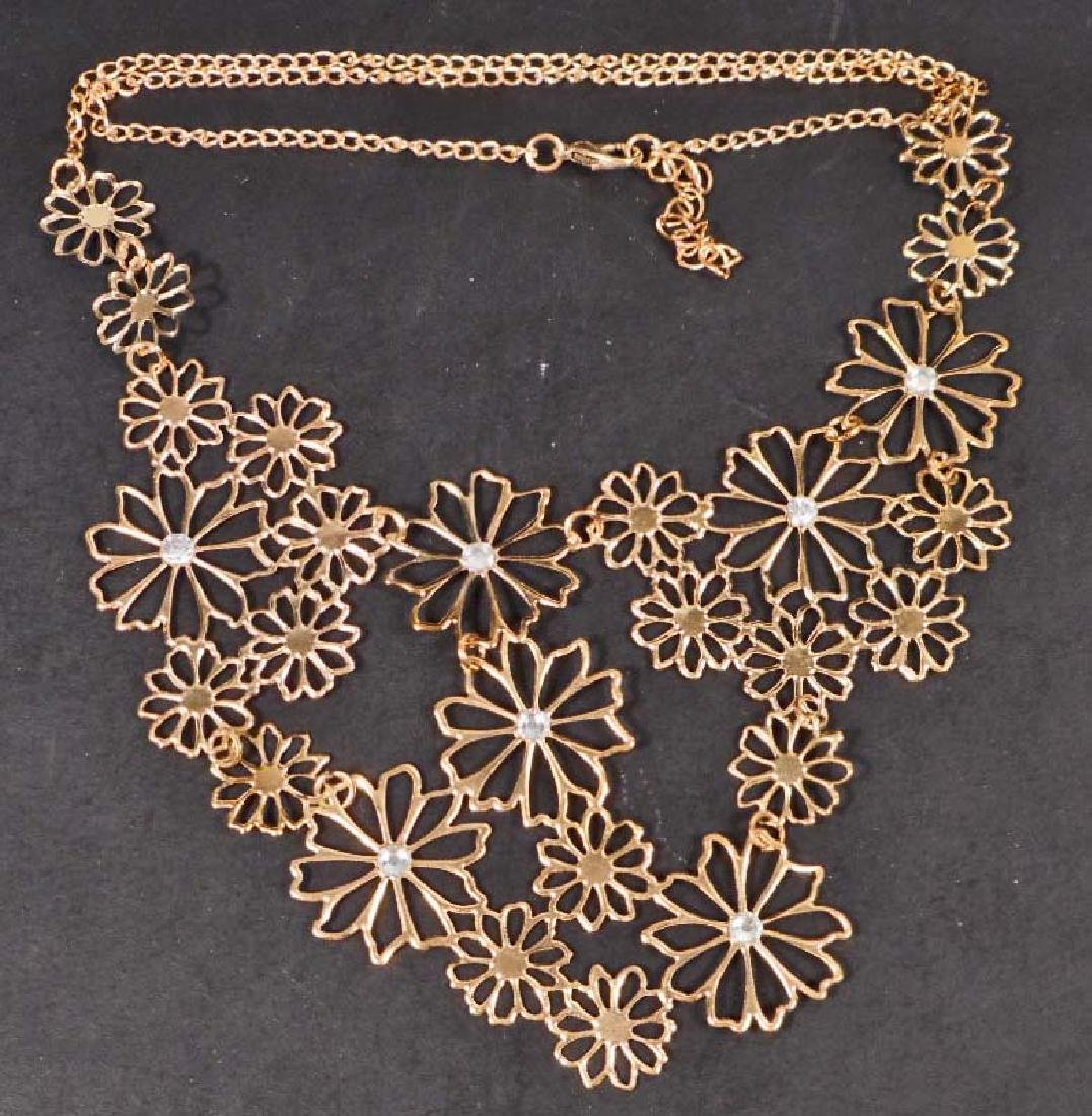 GORGEOUS GOLD FLORAL NECKLACE