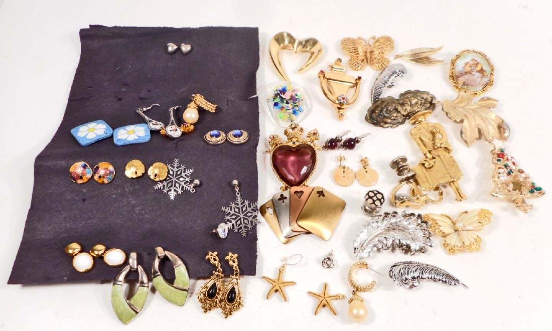 LOT OF VINTAGE JEWELRY - EARRINGS & BROOCHES
