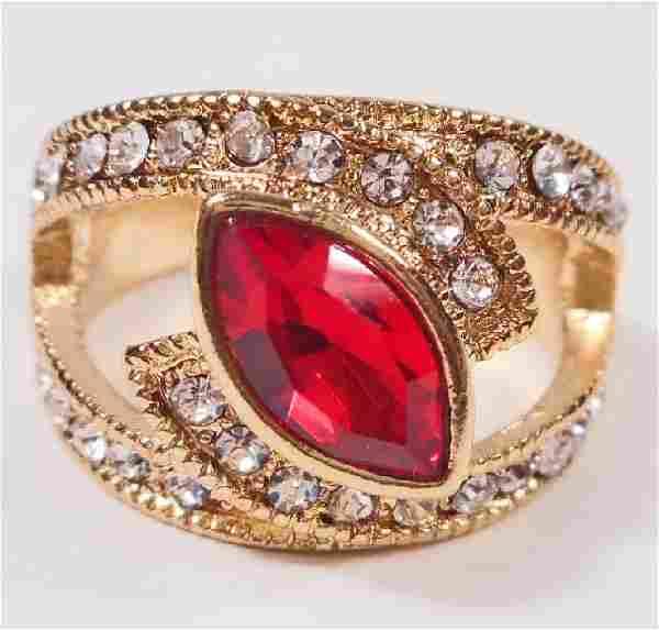 BEAUTIFUL RED GEMSTONE RING - SIZE 8