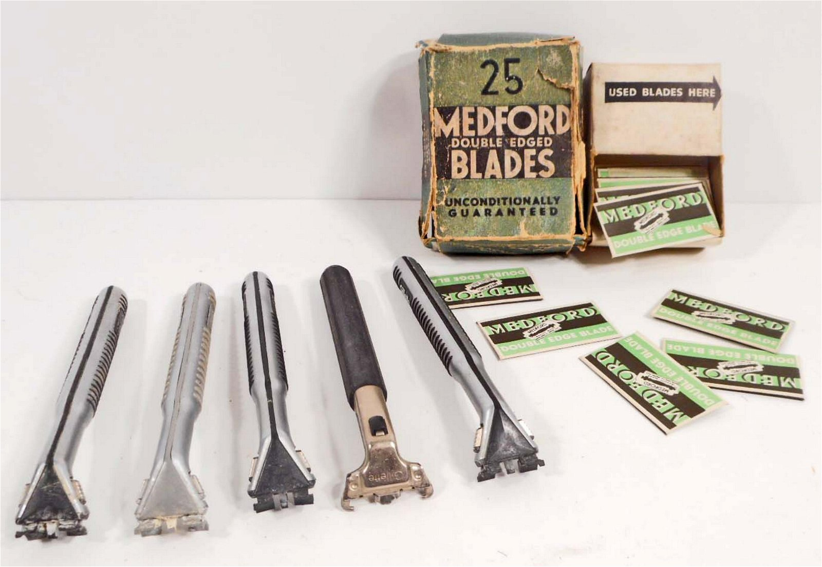 LOT OF 5 VINTAGE RAZORS AND BOX OF BLADES