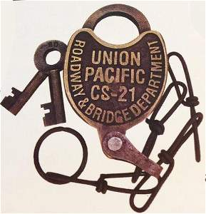 BRASS UNION PACIFIC RAILROAD LOCK W/ KEYS
