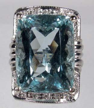 110: 14K WHITE GOLD LADIES AQUAMARINE AND DIAMOND RING