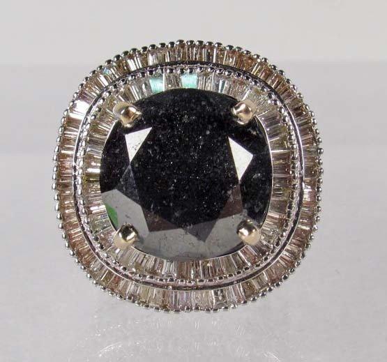 424: 18K WHITE GOLD LADIES BLACK AND WHITE DIAMOND RING