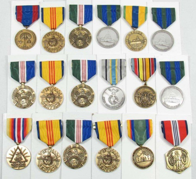 9: LARGE LOT OF US MILITARY MEDALS