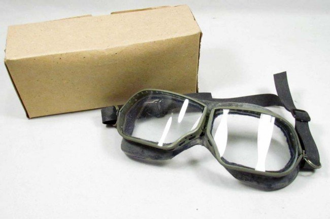 21: VINTAGE RUSSIAN MOTORCYCLE GOGGLES W/ BOX AND ORIG.