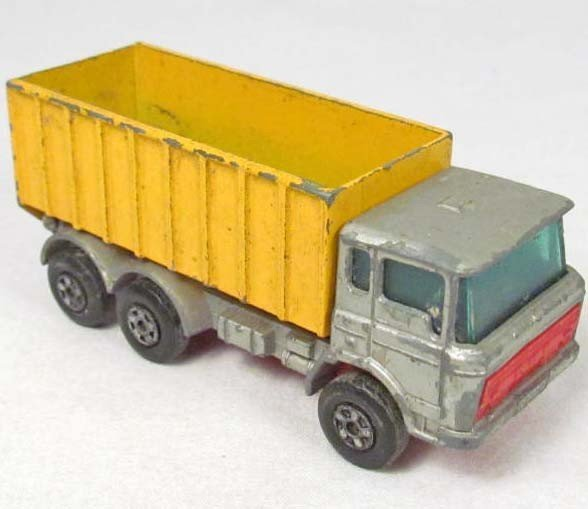 17: MATCHBOX DIE CAST METAL TOY TRUCK