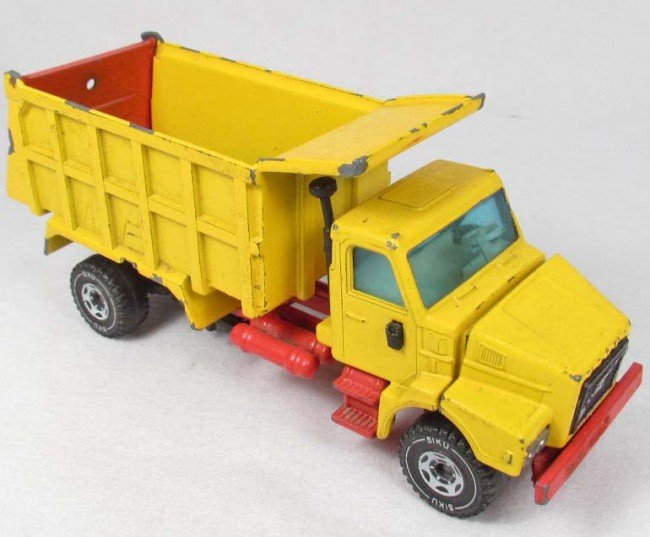 24: SIKU SANDKIPPER NO. 347 METAL TOY TRUCK
