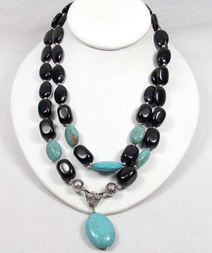 19: 3489 - BLACK ONYX & TURQUOISE NECKLACE