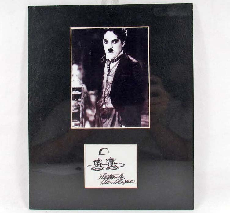 20: 3192 - CHARLIE CHAPLIN PHOTO & FACSIMILE SIGNATURE