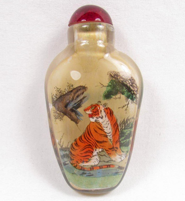 10: REVERSE PAINTED SNUFF BOTTLE