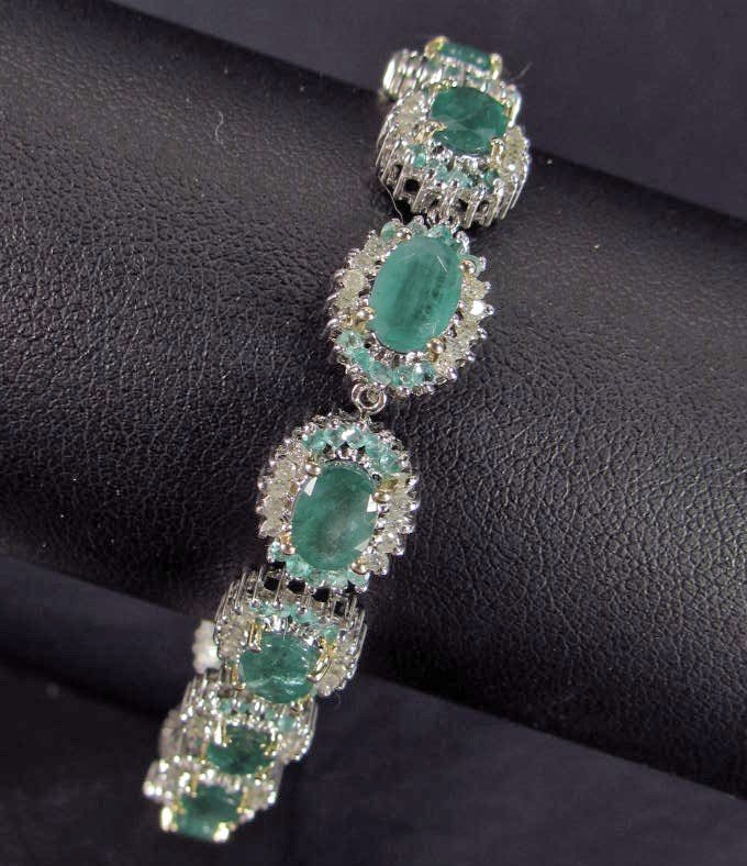 367: STERLING SILVER AND 18K GOLD PRONGS EMERALD AND DI
