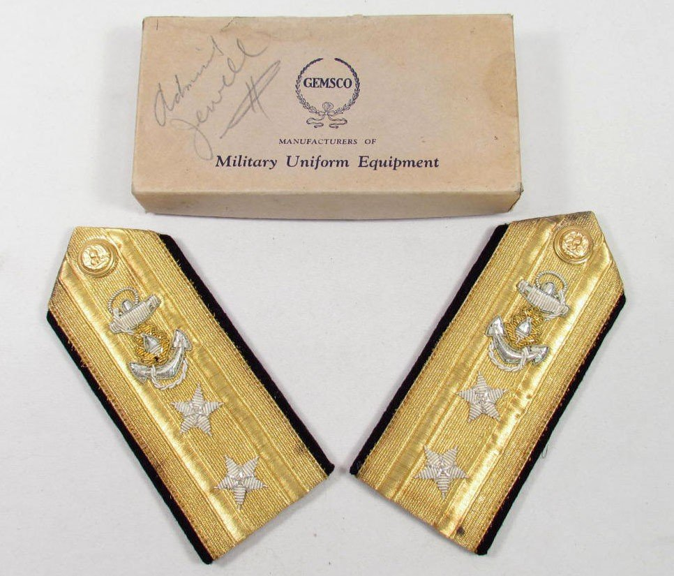 21: RARE PAIR OF VINTAGE ADMIRAL'S SHOULDER BOARDS IN O