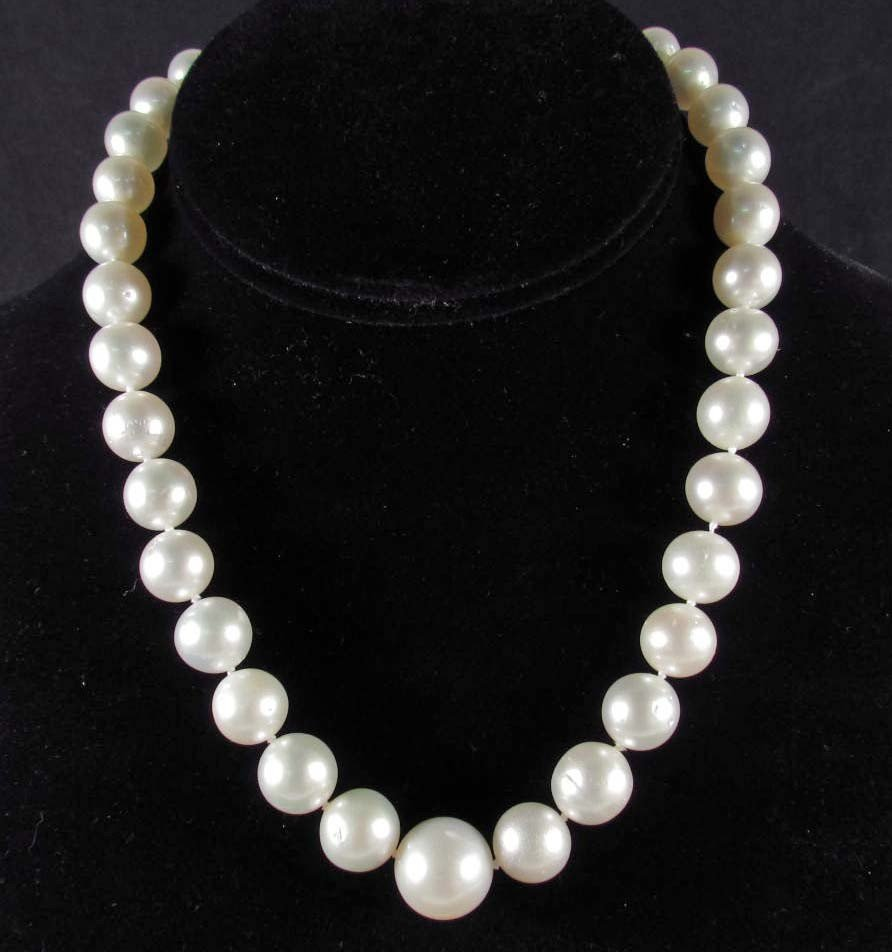 21: SINGLE STRAND SOUTH SEA CULTURED PEARL NECKLACE W/