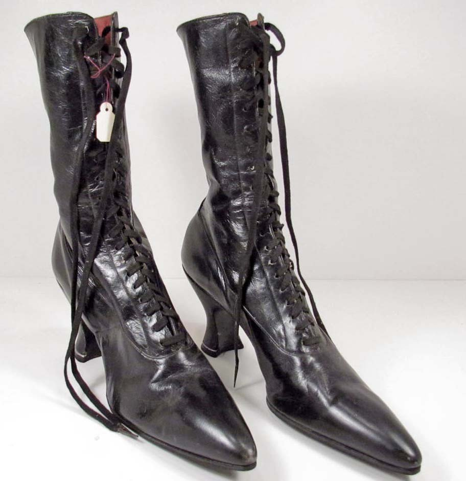 362: VICTORIAN LEATHER HIGH-HEELED SHOES
