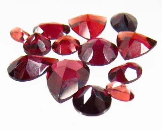 34: 7502 - LOT OF 13.0 CTS. OF NATURAL HIGH GRADE RED G