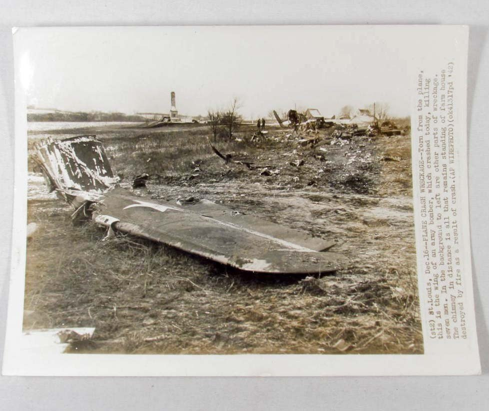 5: 1942 PHOTO OF WRECKAGE FROM A ARMY BOMBER PLANE CRAS