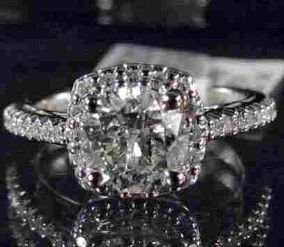 14K WHITE GOLD LADIES DIAMOND RING - SIZE 7