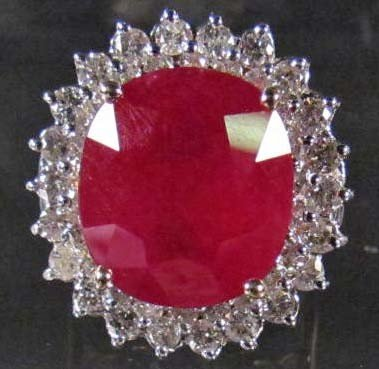 17A: 14K GOLD LADIES RUBY AND DIAMOND RING - SIZE 6