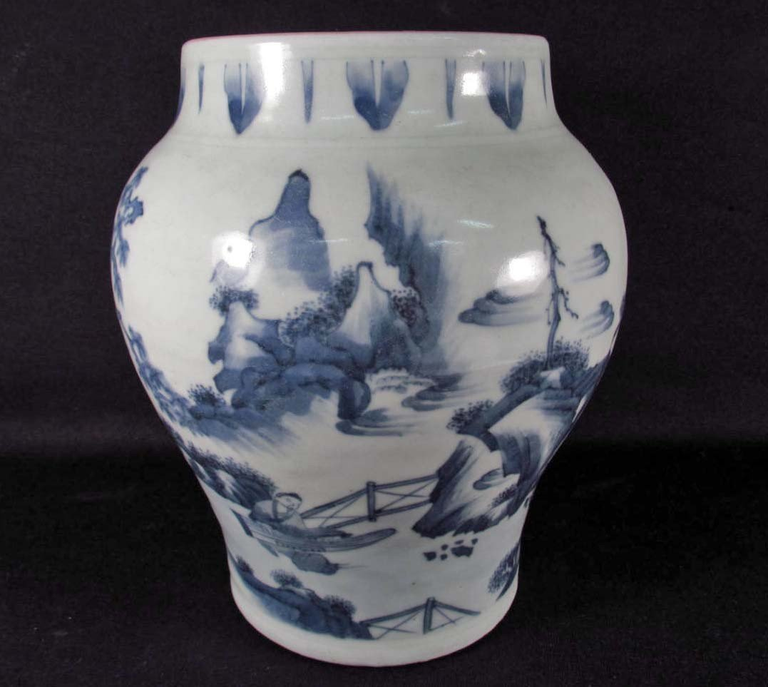 84: CHINESE PORCELAIN BLUE AND WHITE VASE - CHING DYNAS