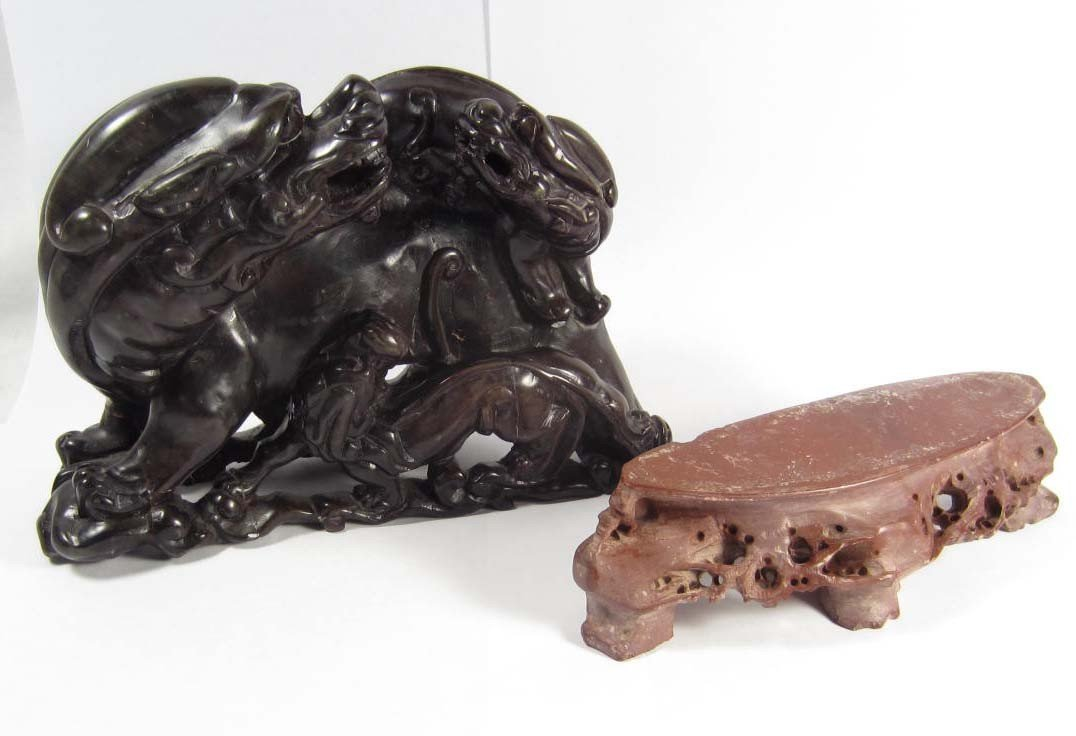 138: HANDCARVED CHINESE SOAPSTONE FOO DOG W/ PUPS AND S