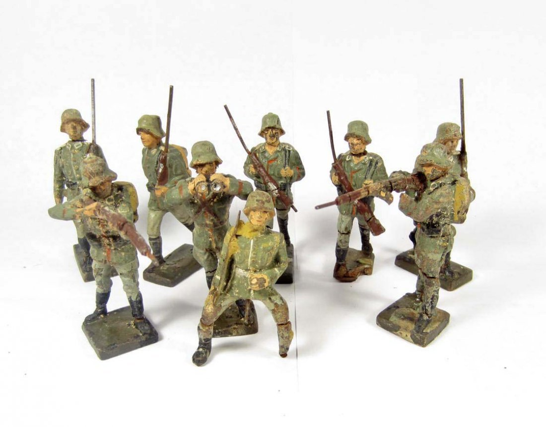 24: LOT OF 9 C. 1930'S GERMAN LINEOL TOY SOLDIERS