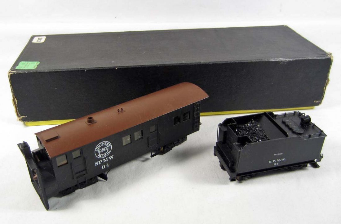 104: SOUTHERN PACIFIC TRAIN CAR AND COAL CAR