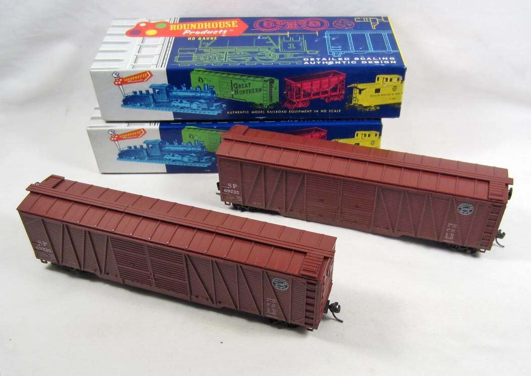 2: LOT OF 2 ROUNDHOUSE RAILROAD TRAIN CARS IN ORIGINAL