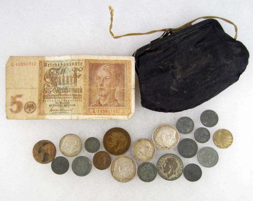 22: LOT OF GERMAN COINS IN VINTAGE COIN PURSE - SOME HA