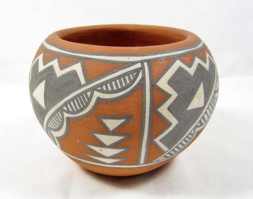 11: SMALL NATIVE AMERICAN INDIAN POT
