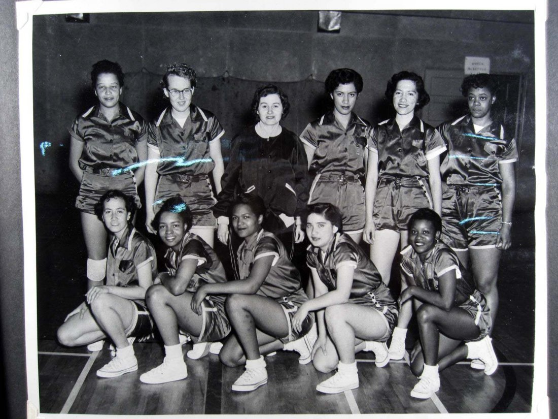 14: 1955 WOMEN'S ARMY CORPS SCHOOL PHOTO/SCRAP ALBUM W/