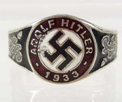 19: GERMAN NAZI ADOLF HITLER ENAMELED RING