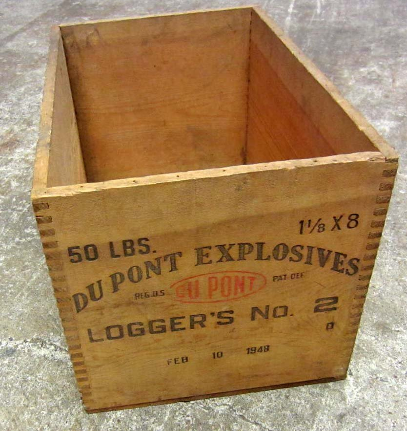 12: 1948 DUPONT EXPLOSIVES DOVETAIL WOODEN BOX