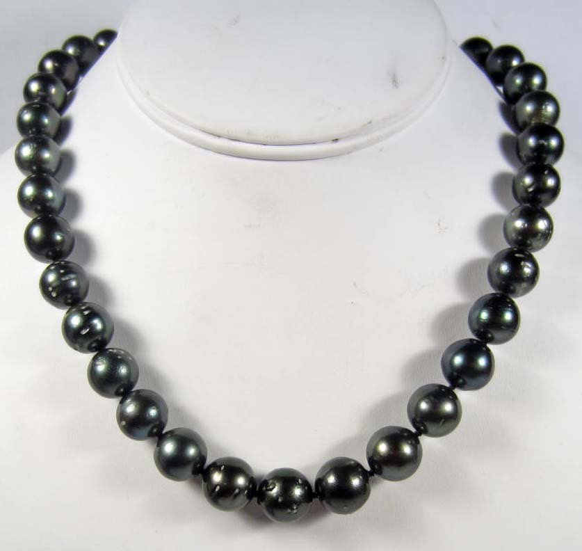 2A: TAHITIAN SOUTH SEA CULTURED PEARL NECKLACE