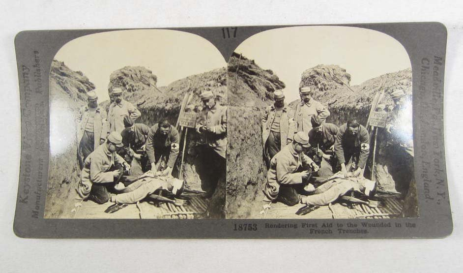 22: EARLY STEREOVIEW PHOTO OF FIRST AID FOR WOUNDED IN