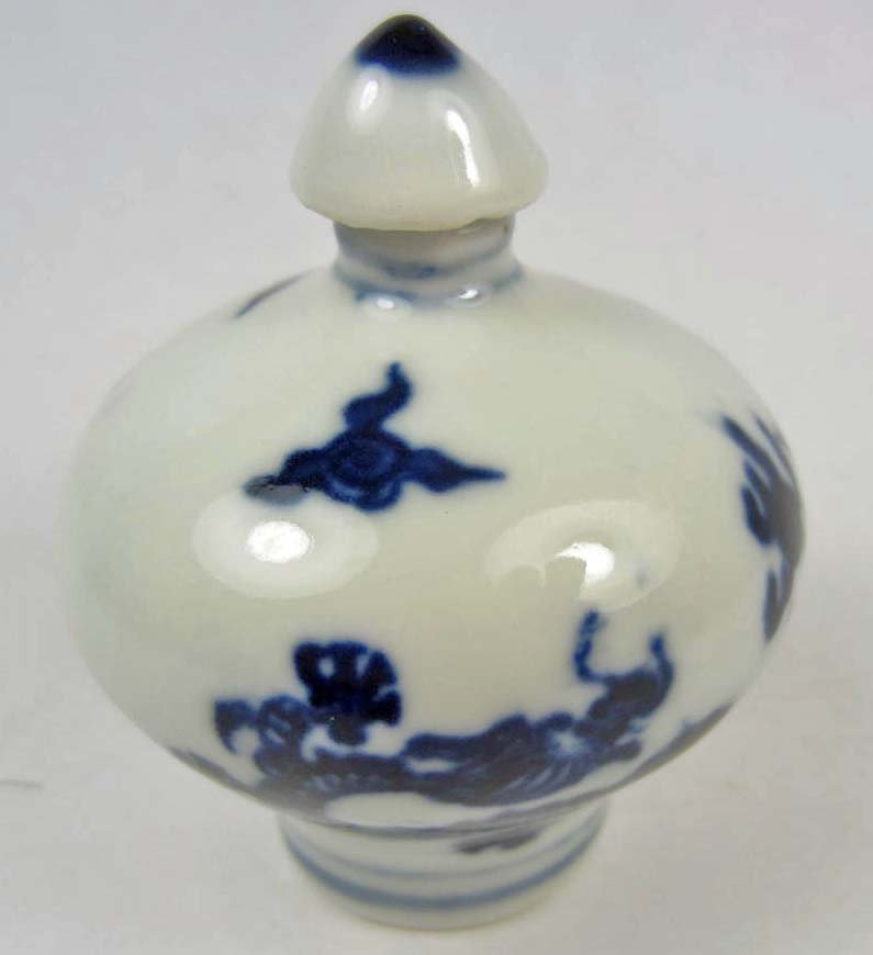 1: CHINESE PORCELAIN DRAGON SNUFF BOTTLE