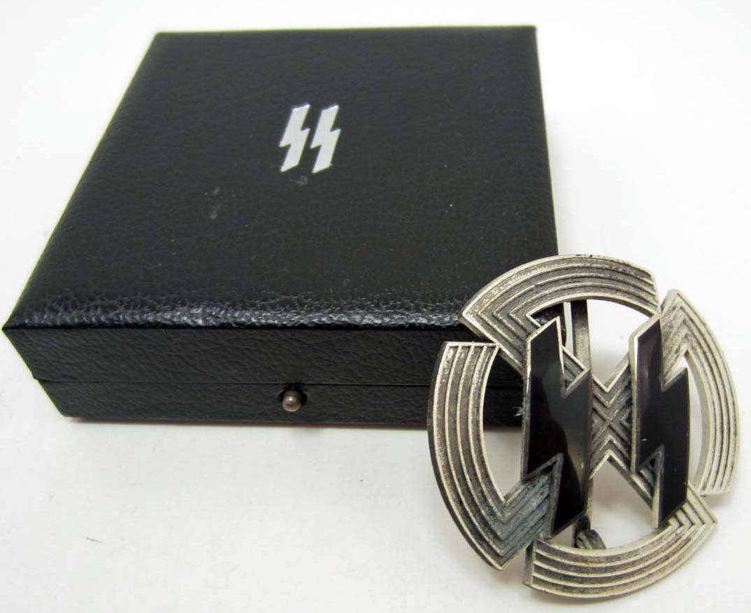 CASED GERMAN SILVER WAFFEN SS SPORTS BADGE