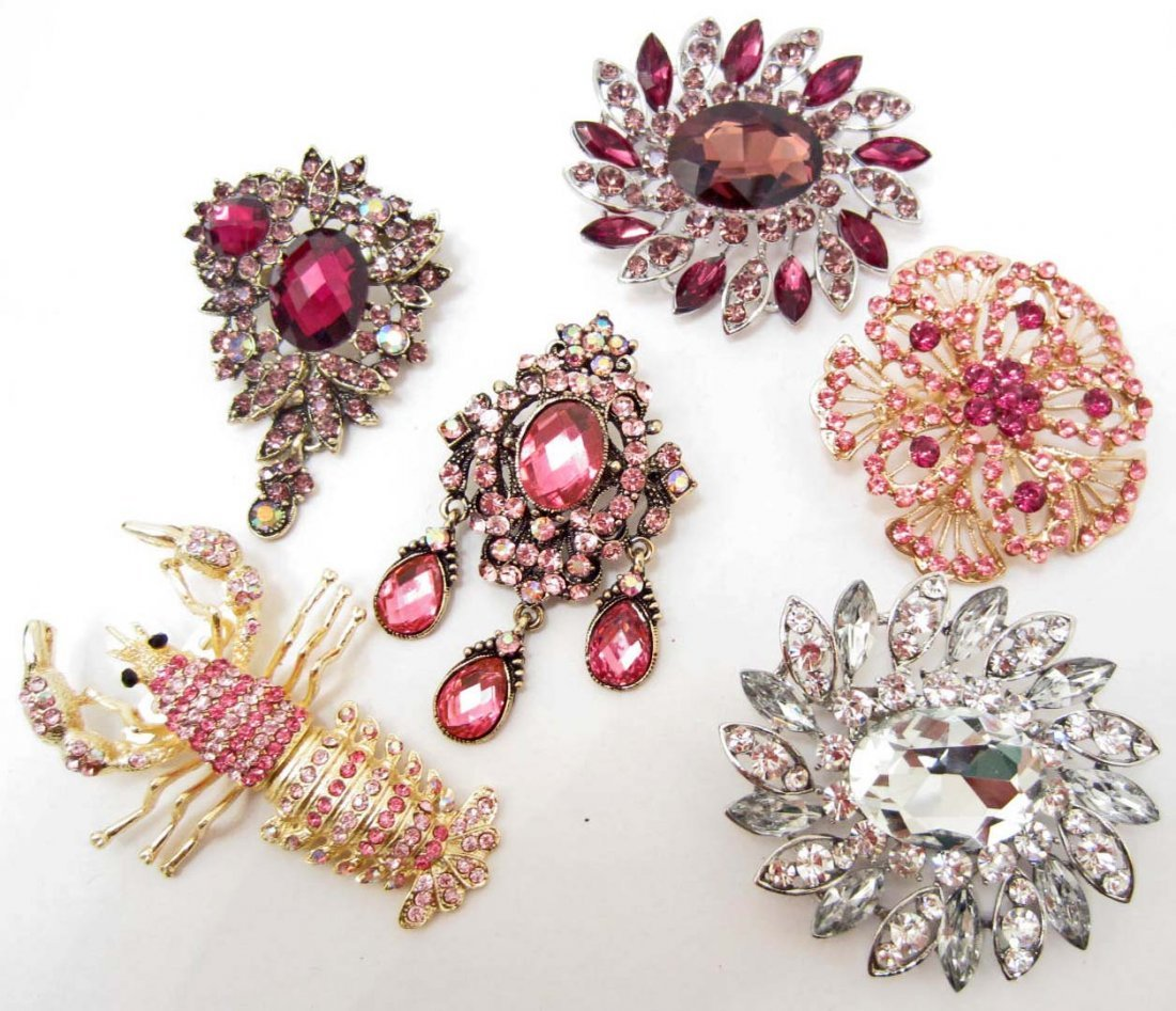 LOT OF 6 COSTUME JEWELRY BROOCHES