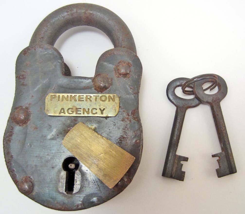 PINKERTON AGENCY IRON PADLOCK W/ KEYS