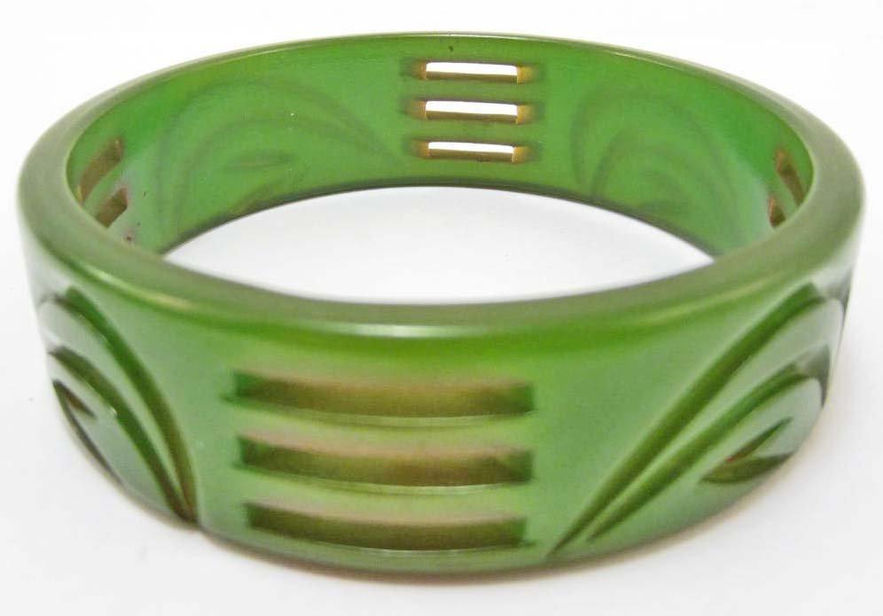 VINTAGE CARVED GREEN BAKELITE BRACELET
