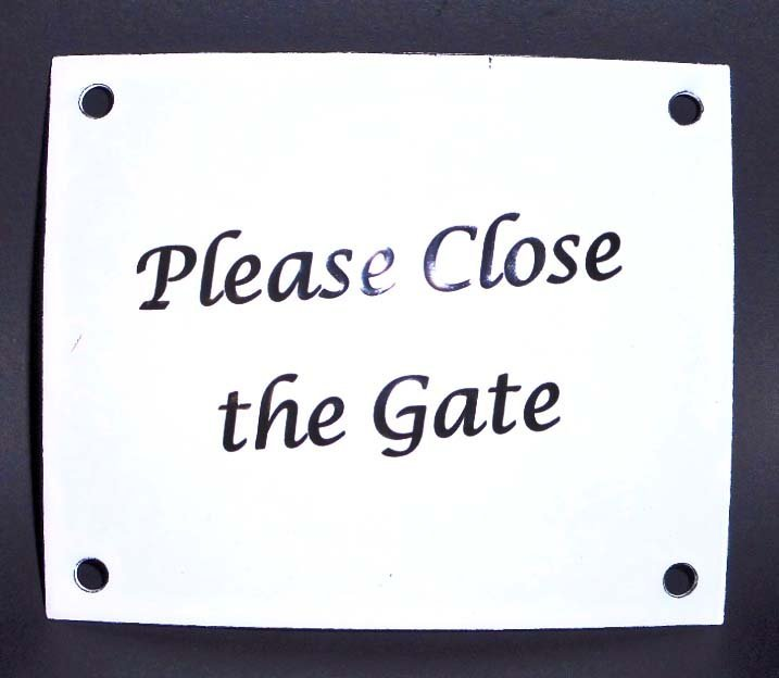 PLEASE CLOSE THE GATE WHITE ENAMELED SIGN