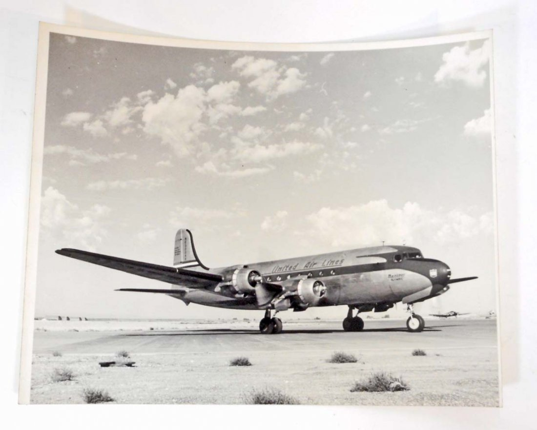 VINTAGE BLACK & WHITE PHOTOGRAPH UNITED AIRLINES