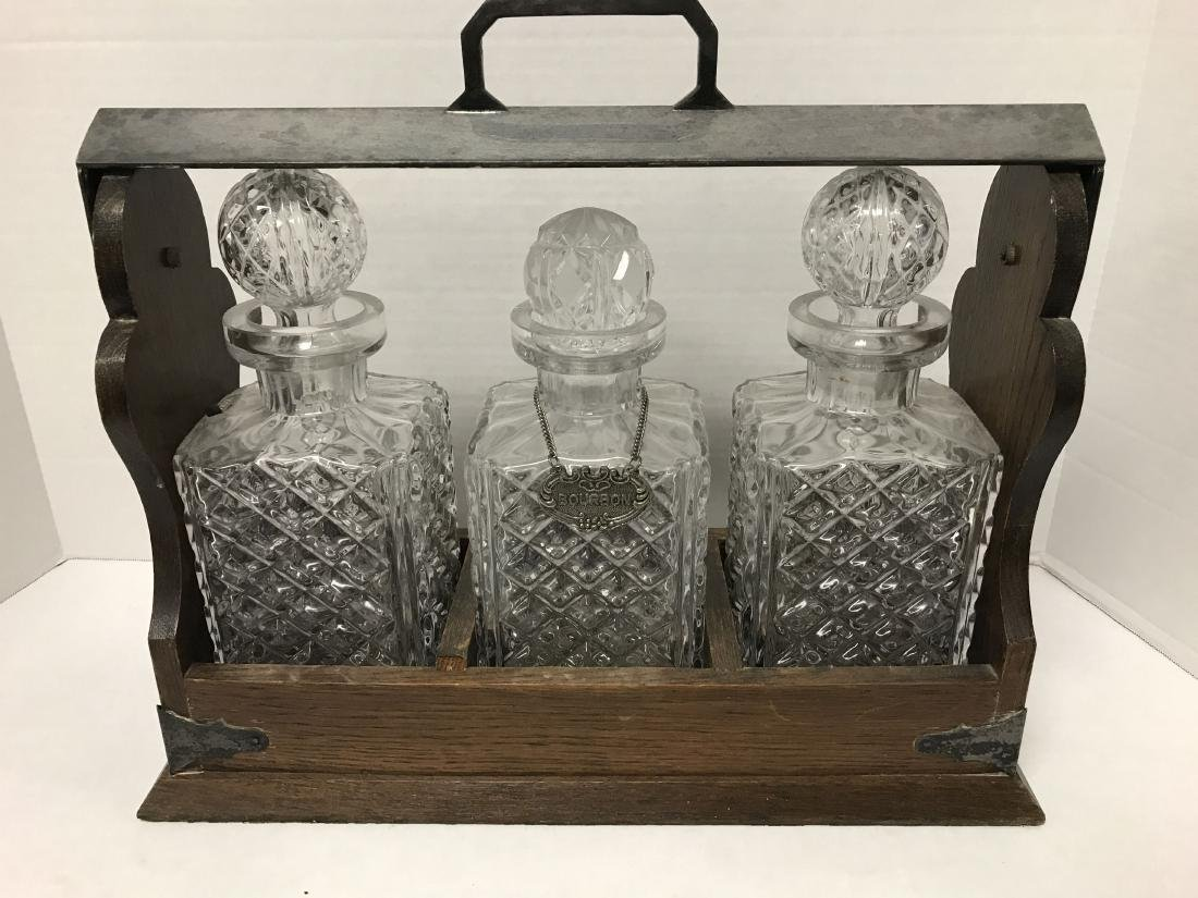 3 CRYSTAL DECANTERS IN WOODEN LOCKABLE CASE