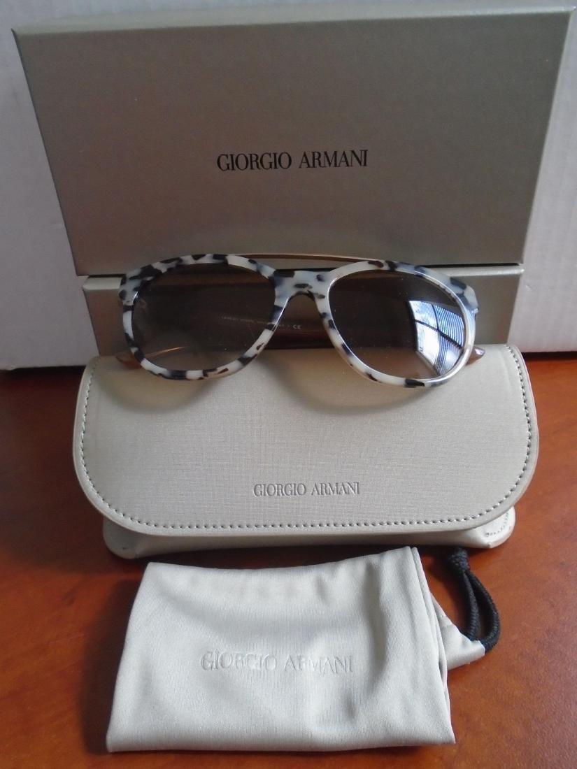 Giorgio Armani AR8050-542013, Woman's Sunglasses.
